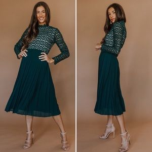 Ivy City Co Dresses - Arabella Lace Dress in Hunter Green | Small